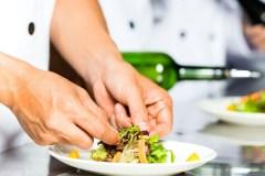 Un chef dans les cuisines collectives de Lac-Saint-Charles