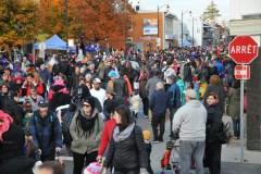 Monstres et zombies envahissent la rue Racine