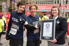 Un marathon les menottes aux poings