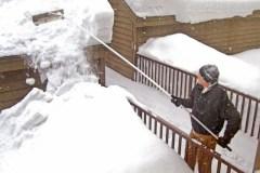 Déglaçage et déneigement des toitures: la CNESST lance une mise en garde