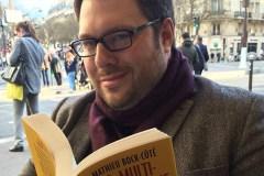 Mathieu Bock-Côté reçoit une tarte à la crème au visage