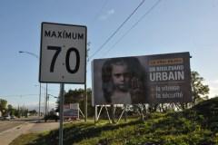Une pancarte pour la création d'un boulevard urbain