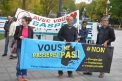 Manifestation devant l'Assemblée nationale pour le retrait de la loi 106