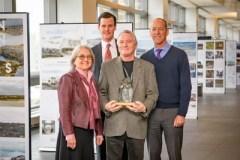 Michel Allard reçoit le Prix de la famille Weston