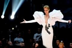 Céline Dion se réinvente avec une incursion dans la haute couture