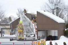 Un incendie ravage une toiture à Loretteville
