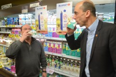 Taxe sur le lait : Blaney sort les griffes contre Bernier