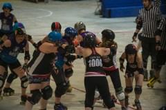 Roller derby: sport de contact pour les femmes par les femmes