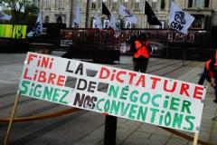 Grève de la construction : les grévistes devant l'Assemblée nationale