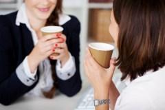 Les amis au travail : un atout ou un boulet?