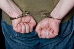 Arrêté pour enlèvement, séquestration, voies de fait et fuite